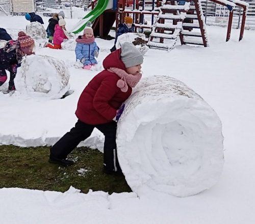 2021.02.08 Zabawy na śniegu (4)